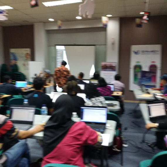Suasana Kelas Komunitas Online SB1M